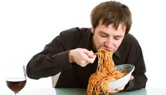 痛風を誘発する食生活について