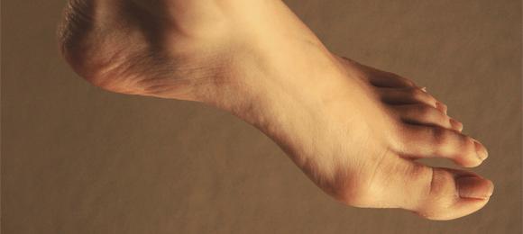 足の親指の付け根の痛み